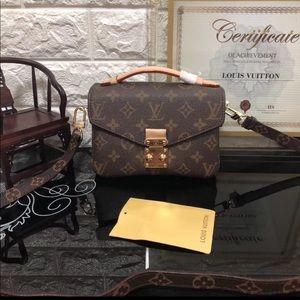 Louis Vuitton pochette Métis monogram bag